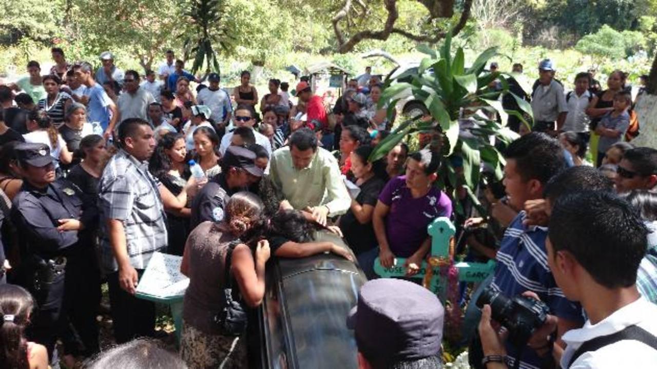 El agente Eduardo Azucena López es el tercer agente asesinado este año. Foto EDH / Iris Lima