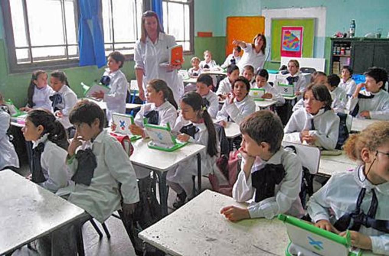 Se busca construir 79 centros educativos en ese país.