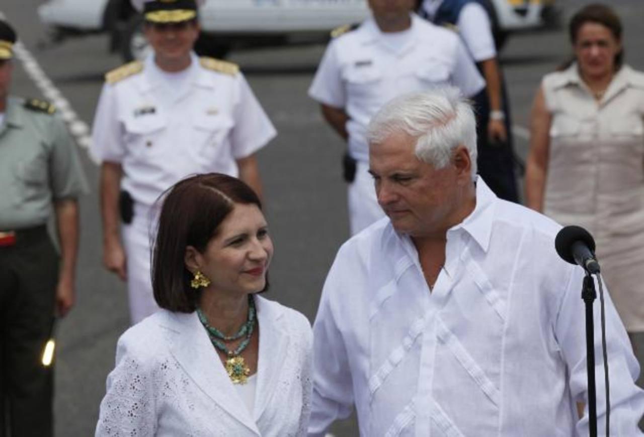 Ricardo Martinelli junto a su esposa Marta Linares. Foto EDh/AP