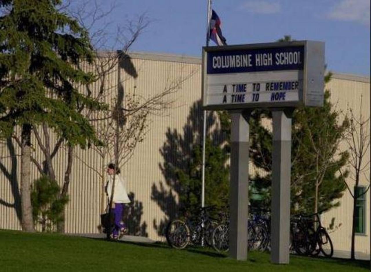 Escuela de Columbine, escenario de una balacera en 1999, cierra por amenazas