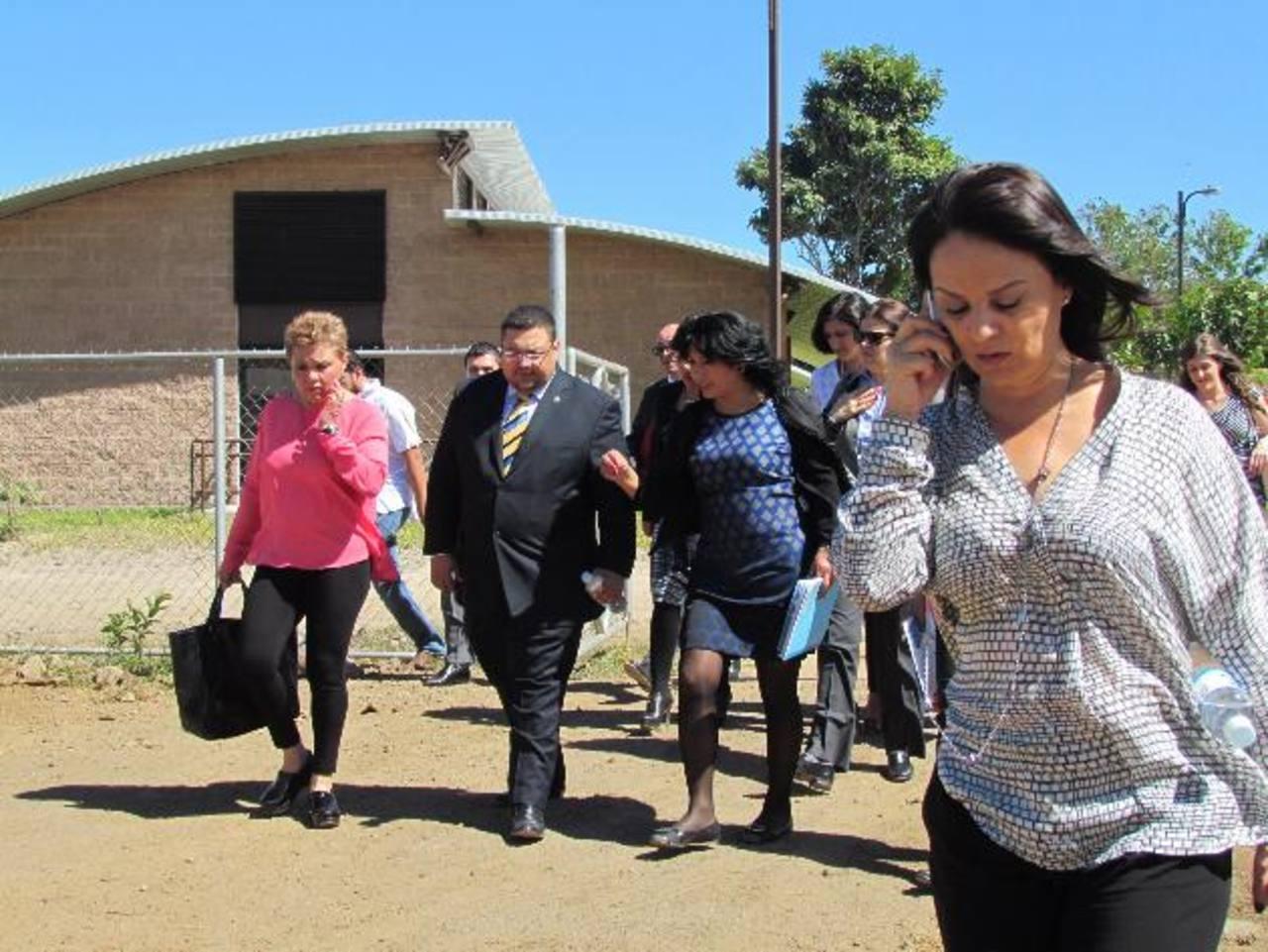 La Secretaria de Desarrollo Social de México, Rosario Robles, visitó la sede de Ciudad Mujer Santa Ana, ayer. Foto EDH / Mauricio Guevara