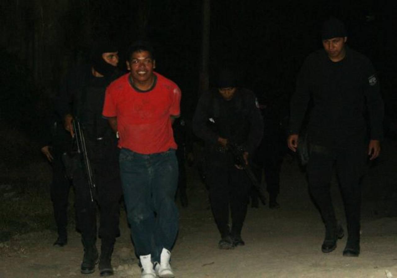 Los mareros fueron arrestados, ayer, en las colonias Panamá y Regalo de Dios, en Soyapango.