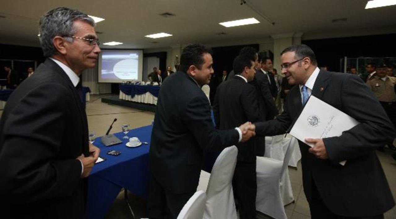 La cúpula de la Asociación Nacional de la Empresa Privada (ANEP) ha cuestionado que el presidente Funes se atribuya la baja de los homicidios, pero se desliga de la tregua entre pandillas.
