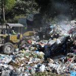 La alcaldía capitalina trasladó los desechos a la planta Aragón de forma temporal, para no poner en riesgo la salud de los habitantes. Foto EDH / Marlon Hernández