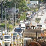 El bulevar del Ejército luce congestionado y, en la actualidad, es por la construcción de un paso a desnivel. edh / m. Hernández