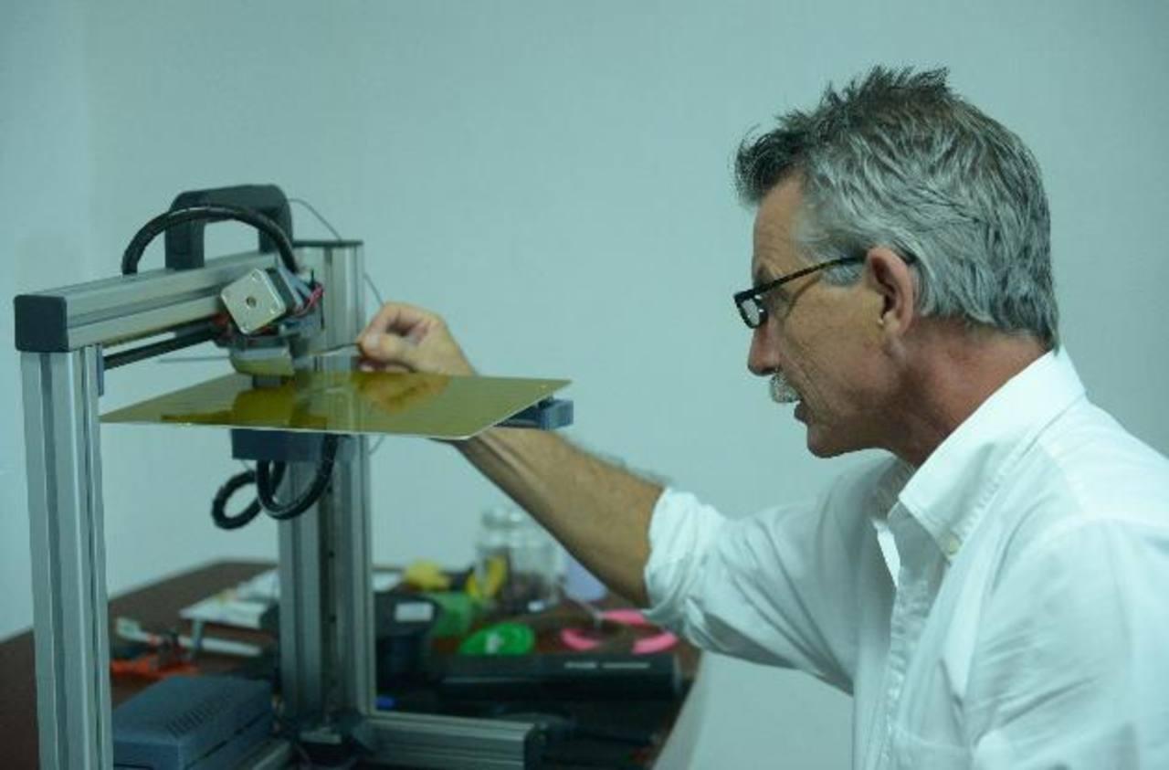 Rainer Christoph desarrolla un proyecto de nanotecnología con impresión tridimensional junto a una universidad privada. Fotos EDH / RENÉ ESTRADA