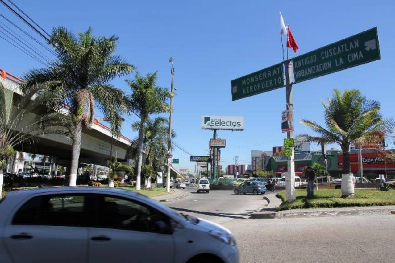 La diligencia en el redondel Árbol de la Paz, del bulevar Los Próceres, obligó a cerrar vías aledañas. Foto EDH / Cortesía