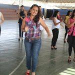 Las 13 candidatas se reúnen en el gimnasio Los Pinitos para preparar un espectáculo de lujo el próximo 8 de febrero, día de la elección de la nueva soberana. Foto EDH / Roberto Zambrano