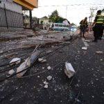 Un conductor ebrio estrelló su auto en un poste en la avenida Monseñor Romero. Foto EDH / M. Cáceres