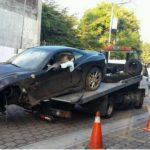 Choca carro Ferrari en redondel Masferrer