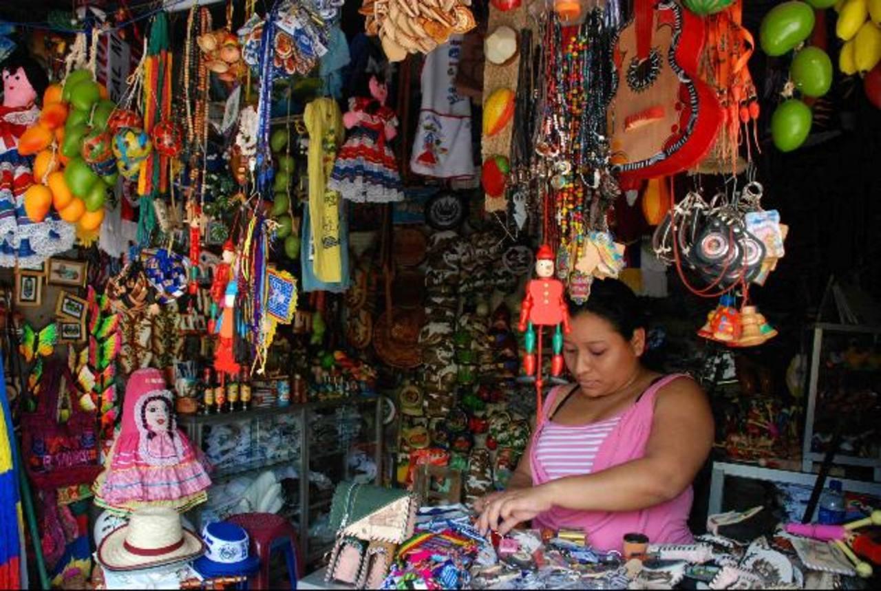 Los comerciantes de las micro y pequeñas empresas están generando nuevos productos para vender. foto edh/archivo