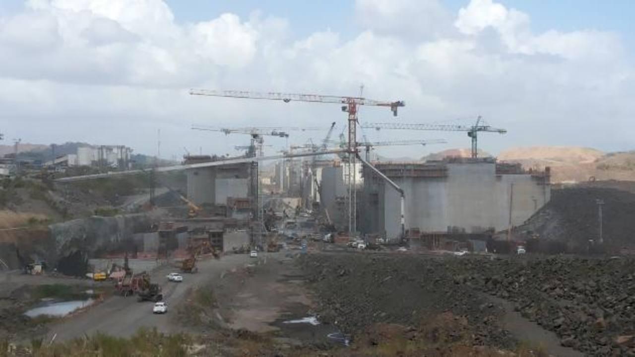 Vista de los trabajos de construcción de un tercer juego de esclusas en el Canal de Panamá, que quedan prácticamente paralizados tras fracasar las negociaciones.