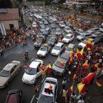 Simpatizantes de los tres principales partidos políticos que compitieron por la presidencia de Costa Rica se volcaron a las urnas el domingo pasado, sin lograr definir el escrutinio en la primera jornada. foto REUTERS
