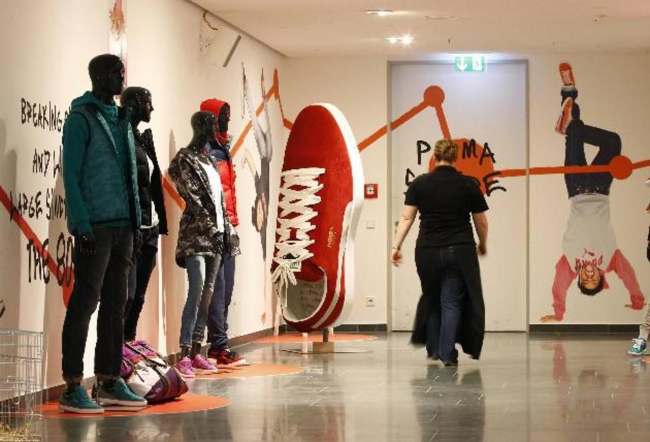 La empresa alemana Puma es un gigante de la moda deportiva. No hay ciudad del mundo donde la estilizada figura de su logotipo no aparezca en cualquier parte, desde las ocasiones estrictamente deportivas, hasta otras para vestir casual a cualquier hor