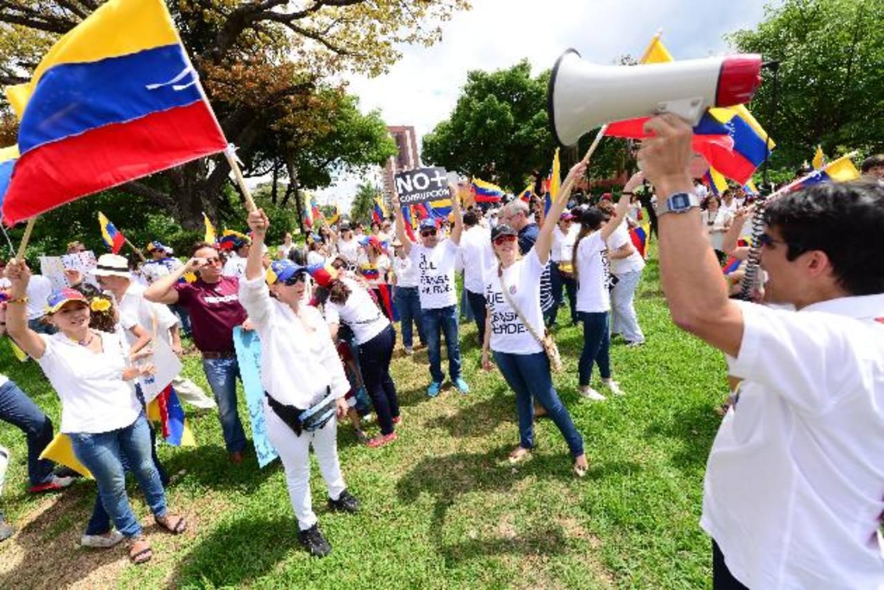 Venezolanos en El Salvador se reunieron en la plaza de la ONU.
