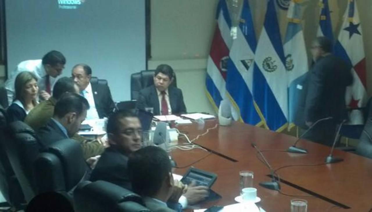 Francisco Flores ha acudido a la comisión legislativa que investiga su caso. FOTO EDH Archivo.