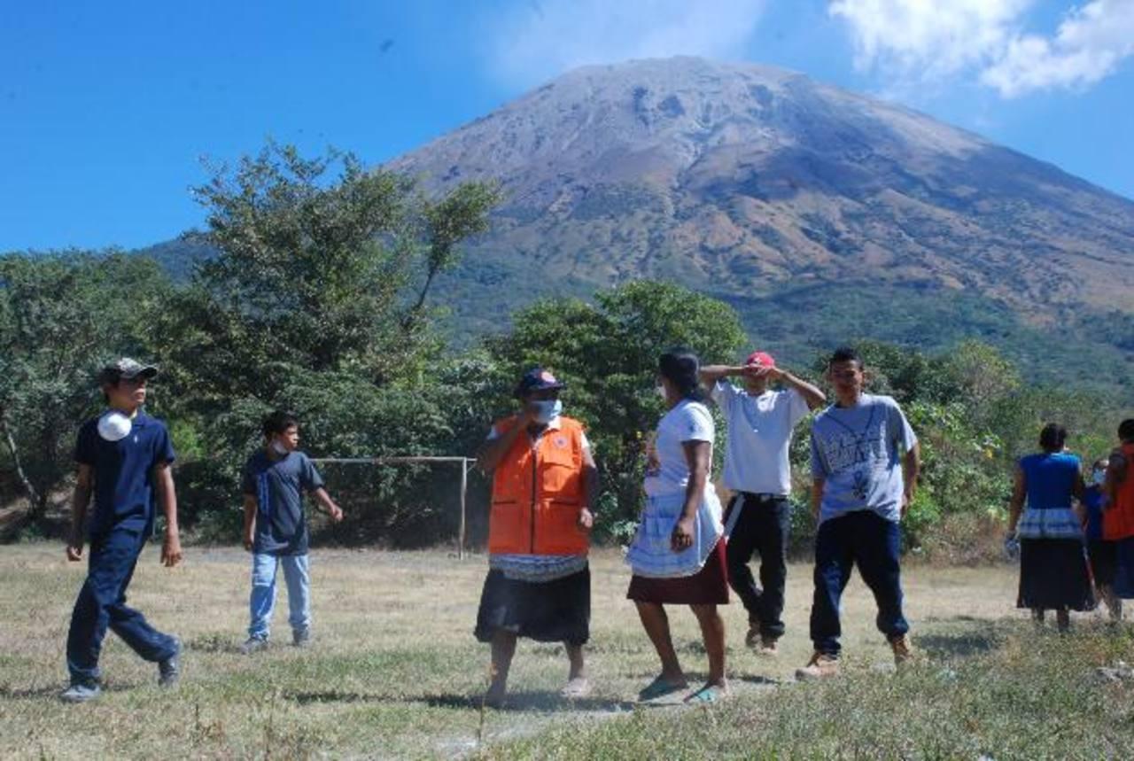 Las autoridades de Protección Civil han realizado simulacro de erupción. Una de las zonas es el cantón La Morita, en San Jorge.