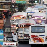 Las rutas alternativas a la Alameda Juan Pablo II lucen con tráfico congestionado. Foto/ EDH/ Marvin Recinos