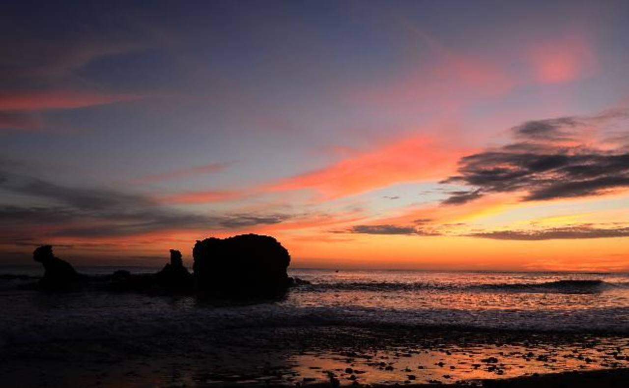 La playa El Tunco es uno de los atractivos de muchos turistas extranjeros y nacionales. Su fama trasciende a nivel mundial. Foto EDH/Mario amaya