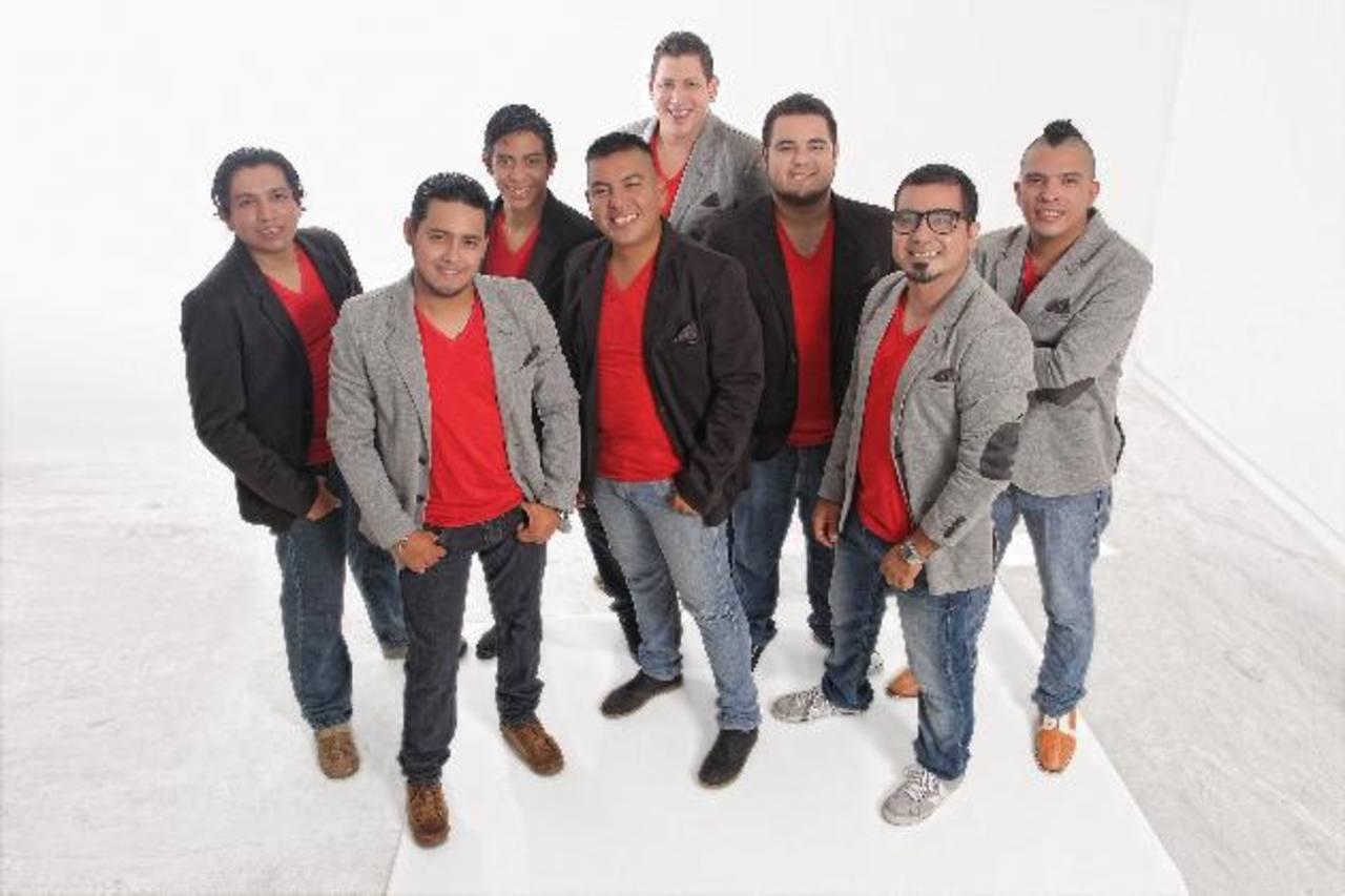 La agrupación Eskina Opuesta promociona nuevo sencillo.
