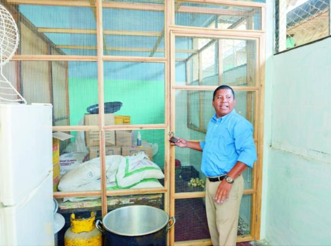 En el centro escolar Montecarmelo construyeron una bodega para evitar que las ratas dañen los alimentos.