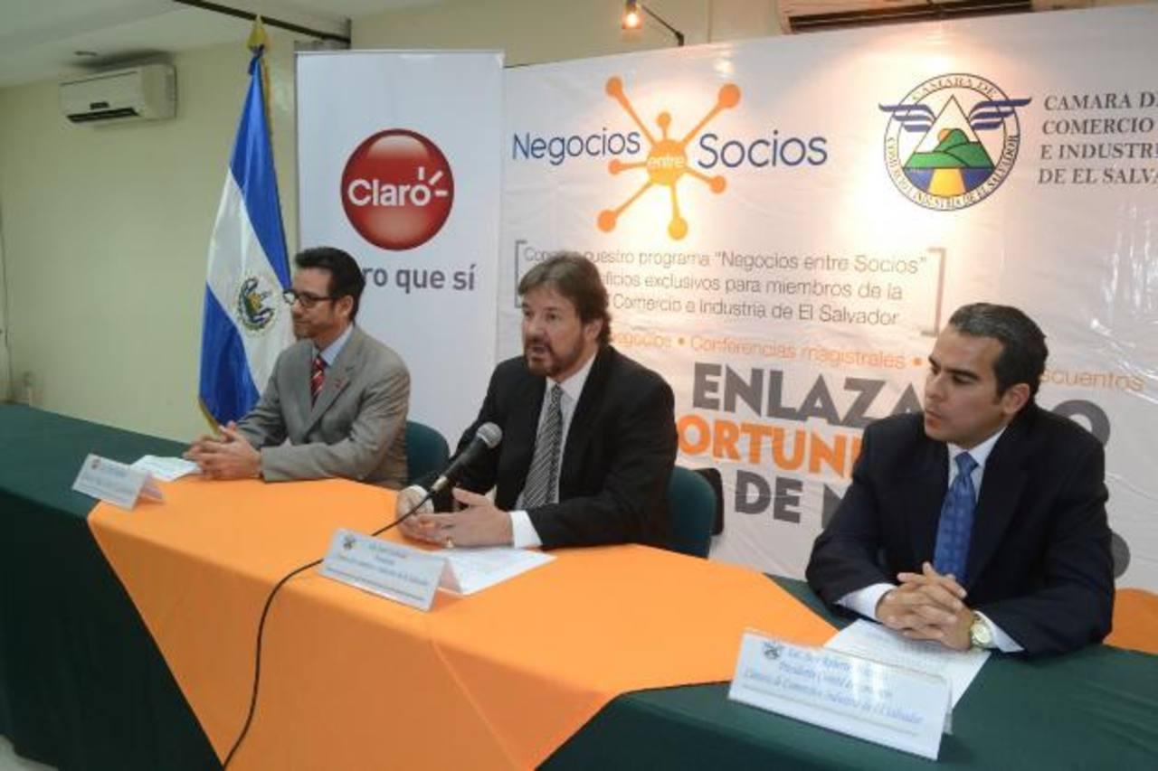 El convenio apoyará a socios de la CCIES.