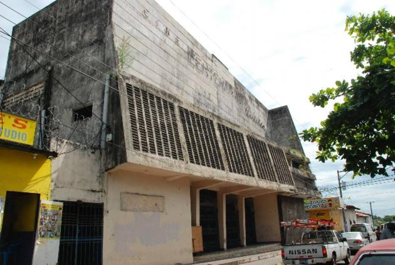 El edificio del excine Centenario es considerado un monumento. foto edh /archivo