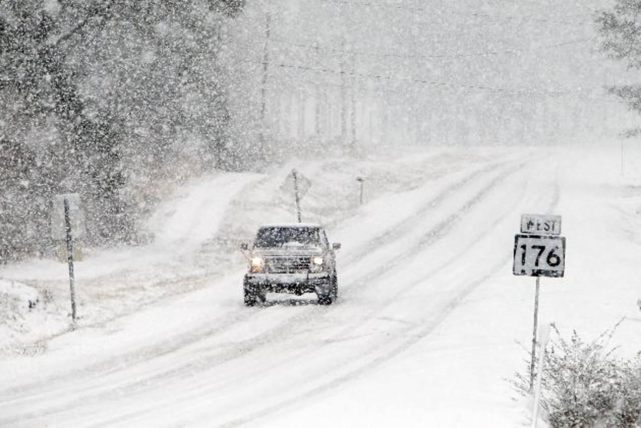 En el noreste de Alabama, las autoridades alertaron de las carreteras resbaladizas.