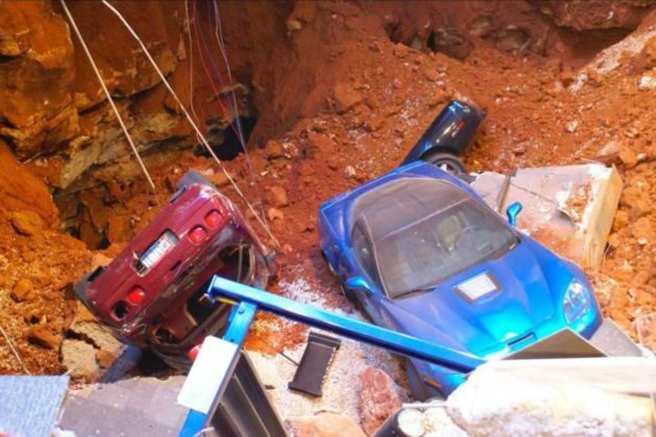 Foto del incidente en el Museo Nacional del Corvette.