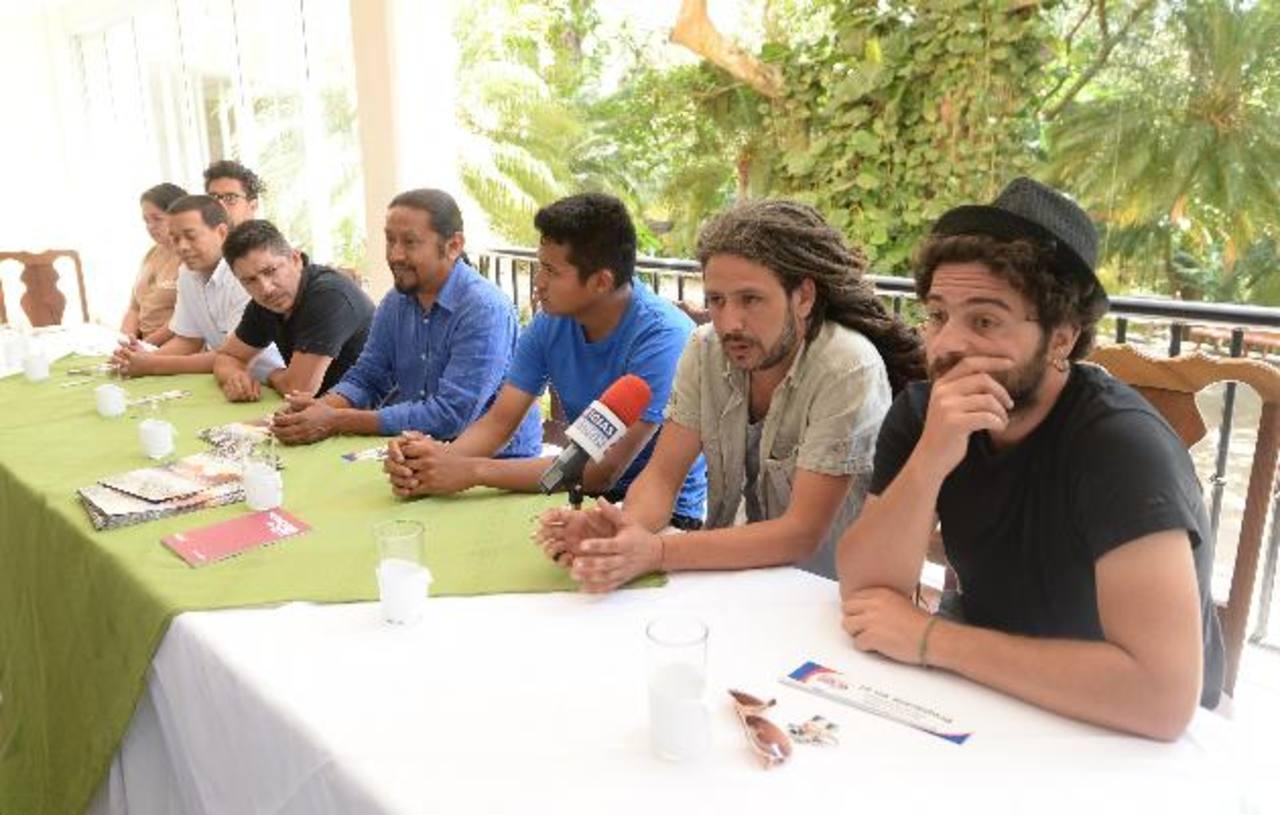 Artistas participantes explicaron en conferencia las actividades que se realizarán. foto EDH /Marlon Hernández