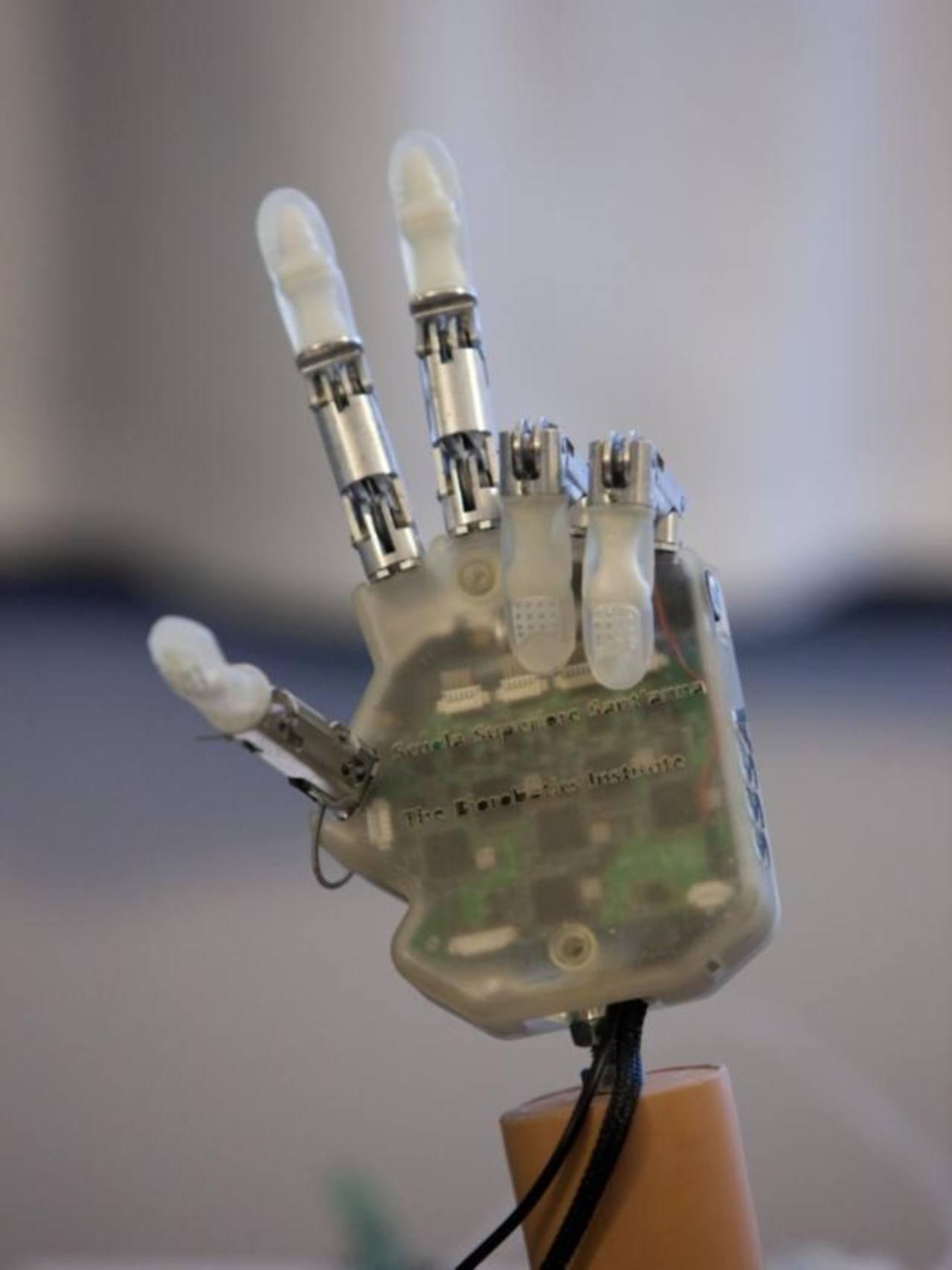 Crean sofisticada mano artificial con sentido del tacto