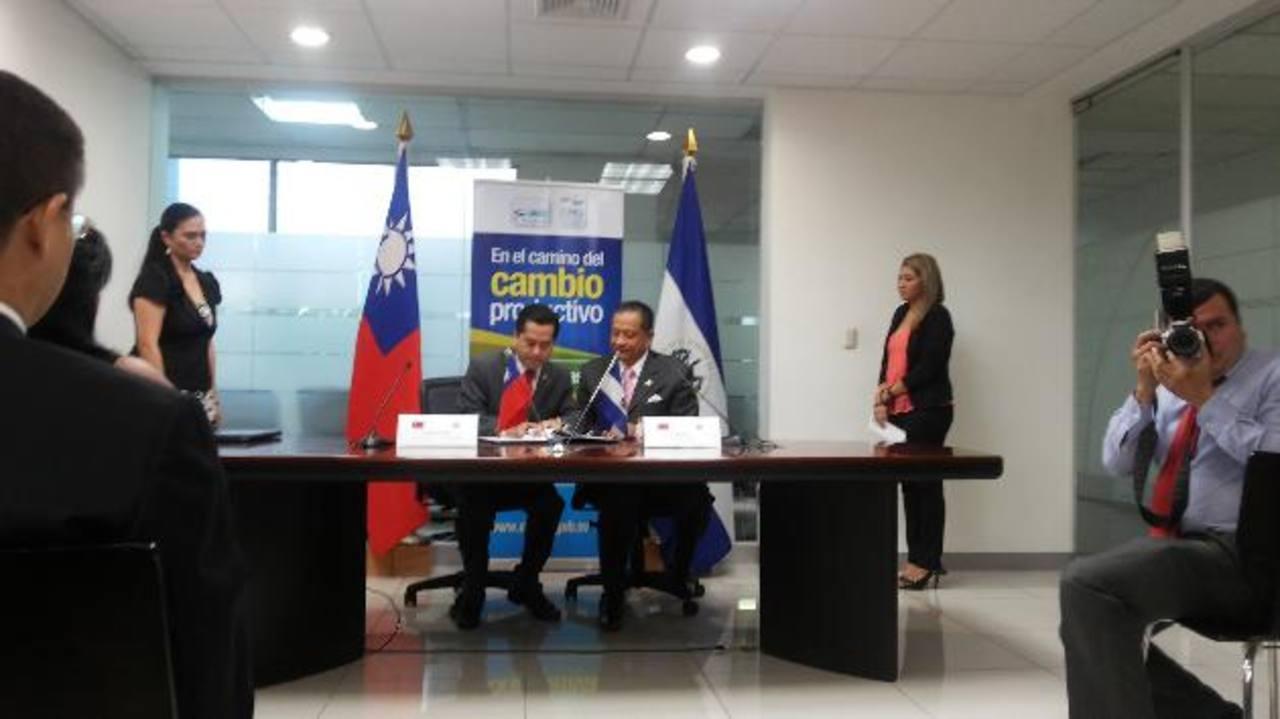 Firma de convenio entre El Salvador y Taiwán.