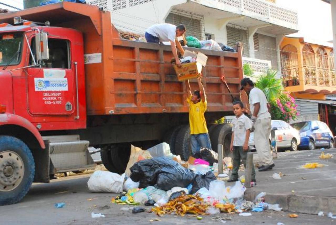 Entre las alcaldías que tratan sus desechos en el relleno de Santa Rosa de Lima está la de La Unión. Foto EDH / archivo