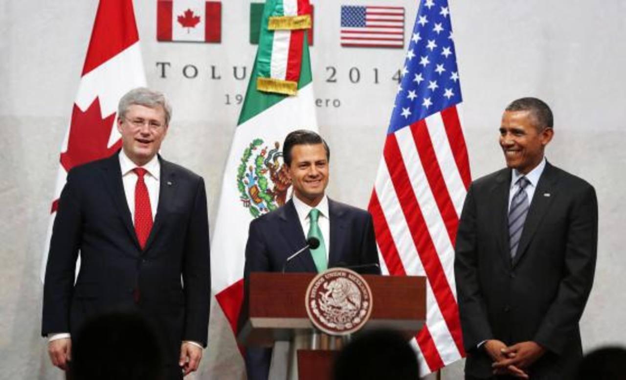 De iz. a der.: el primer ministro de Canadá, Stephen Harper; el presidente de México, Enrique Peña Nieto; y el mandatario de EE. UU., Barack Obama, en la cumbre de Toluca. foto edh / reuters