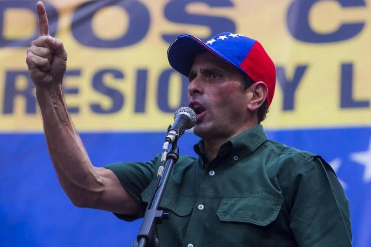 El líder opositor Henrique Capriles, gobernador del estado de Miranda, encabezó una protesta el sábado. Foto EDH / efe