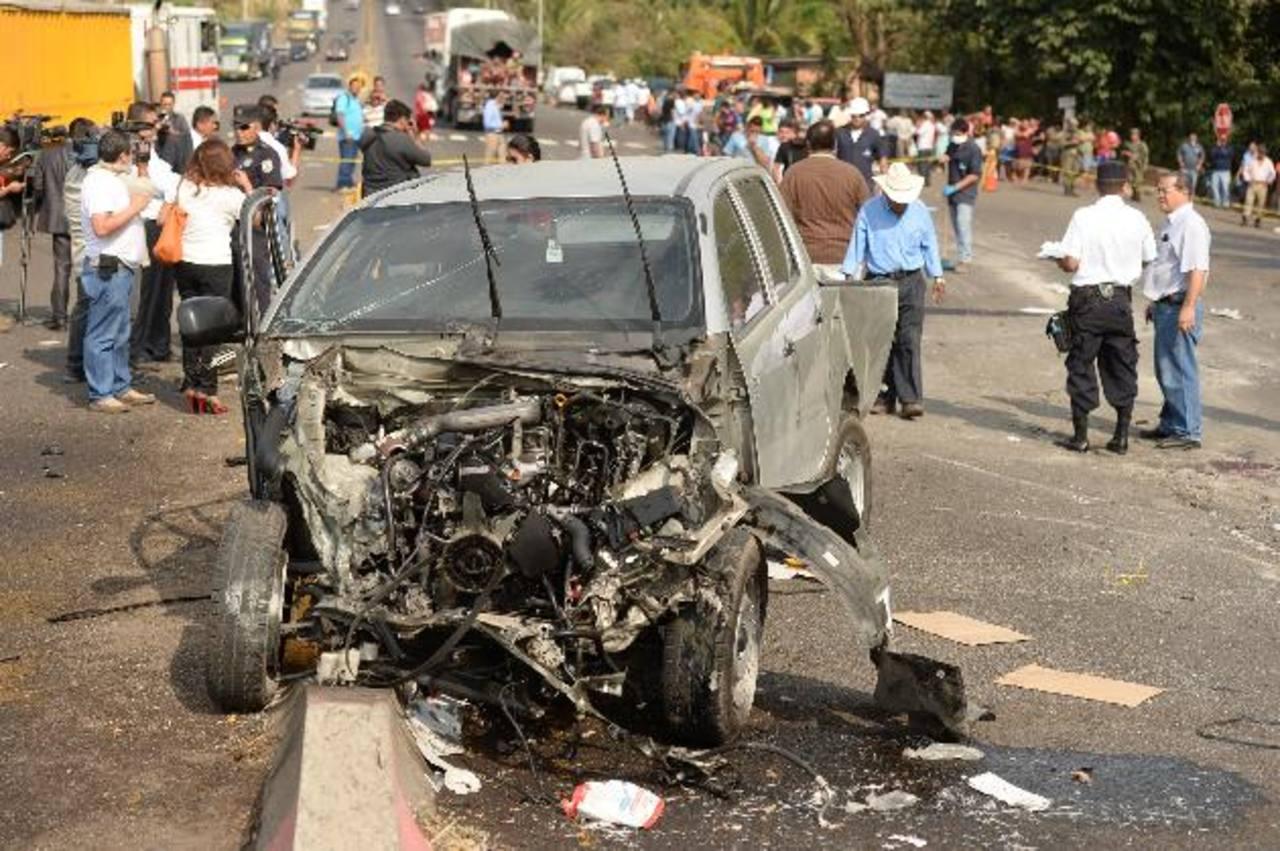 René Alvayero y José Escobar viajaban en la cama de este pick up, murieron al colisionar con un camión. Foto EDH / Marvin Recinos.