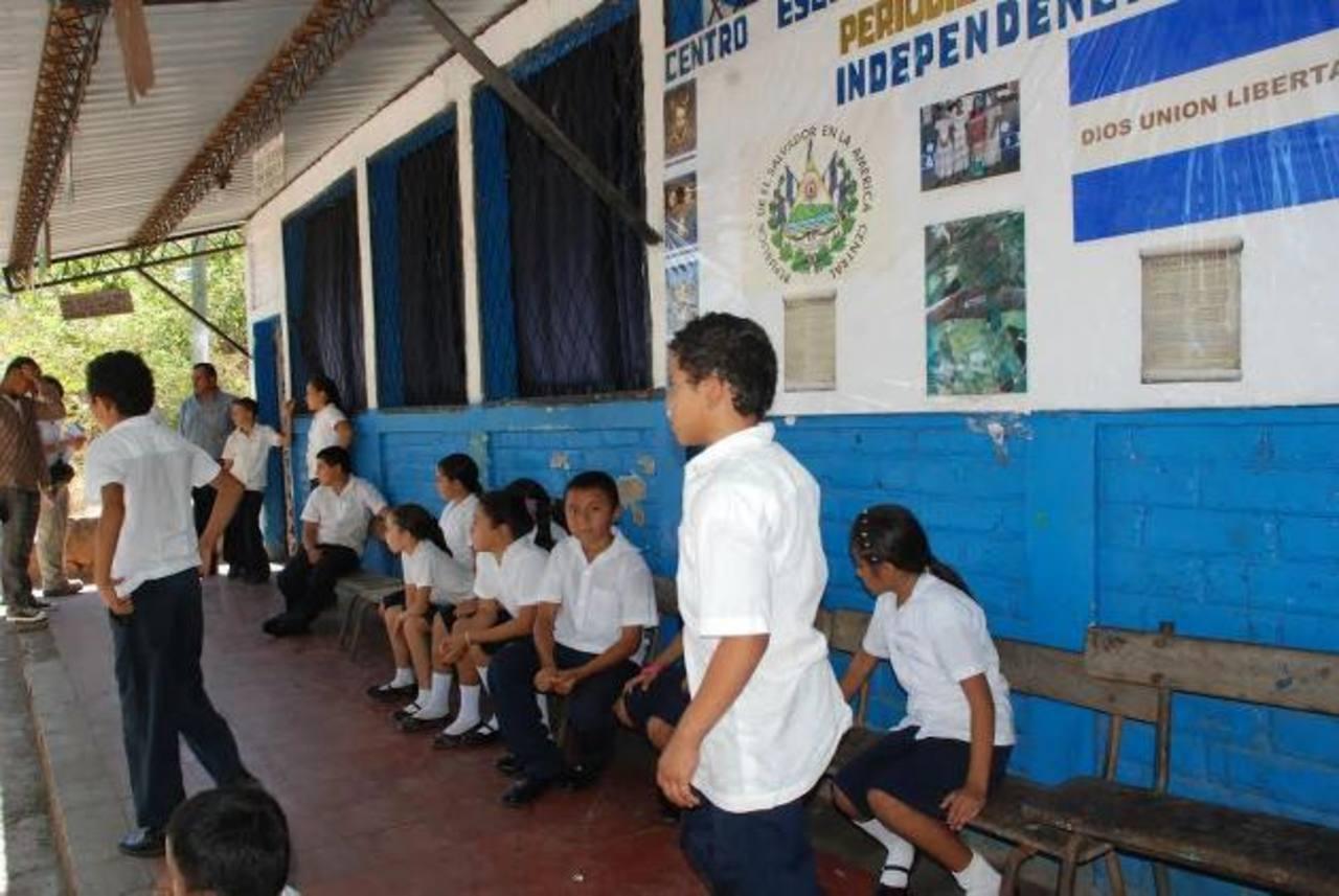 La alcaldía de Meangurea del Golfo pretende conseguir los fondos para mejorar cuatro escuelas. Foto EDH / Insy MendozaLas escuelas beneficiadas, si Japón apoya, serían Salvadorcito, La Negra, Periquera y Complejo de la localidad. Entre las necesidade