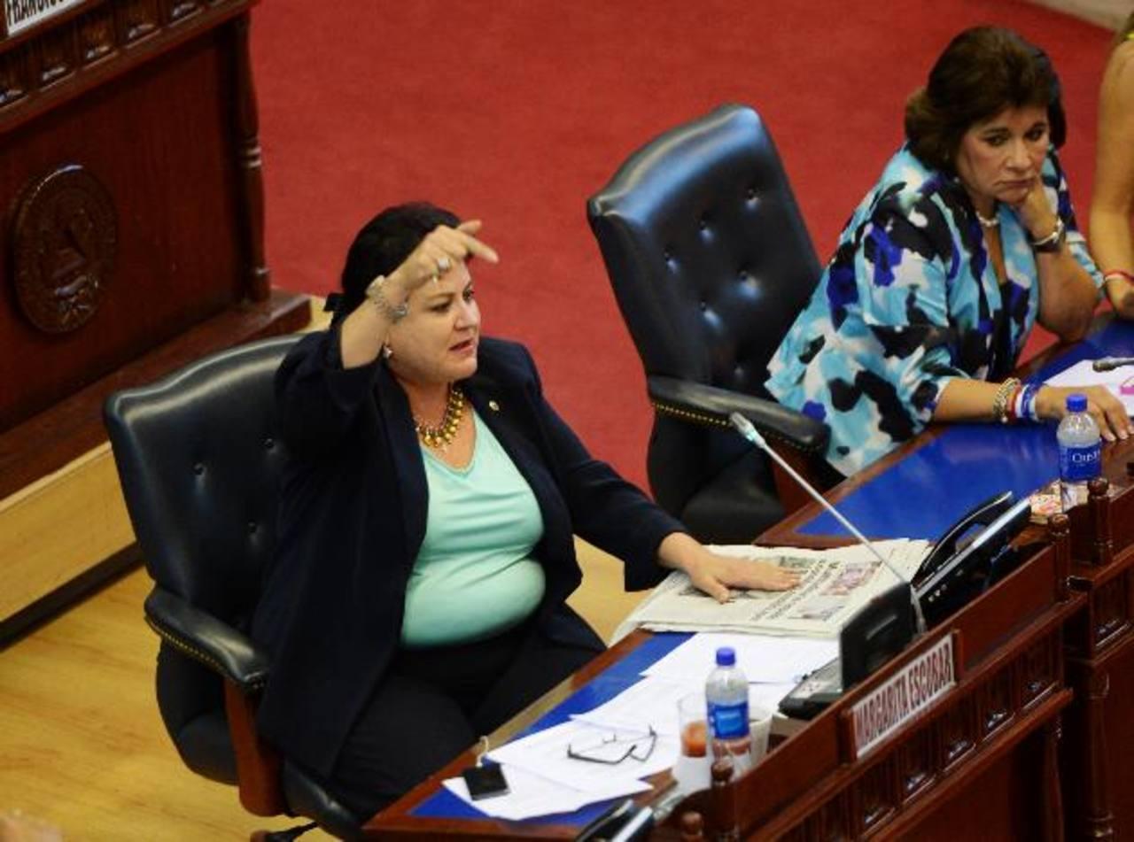 Margarita Escobar reclama que Sigfrido Reyes no la dejó opinar. foto edh / Marlon Hernández
