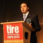 el Director de Desarrollo de Neumáticos Centro Técnico de Bridgestone Europe, Emilio Tibero, mientras recogía el premio el pasado 11 de febrero.