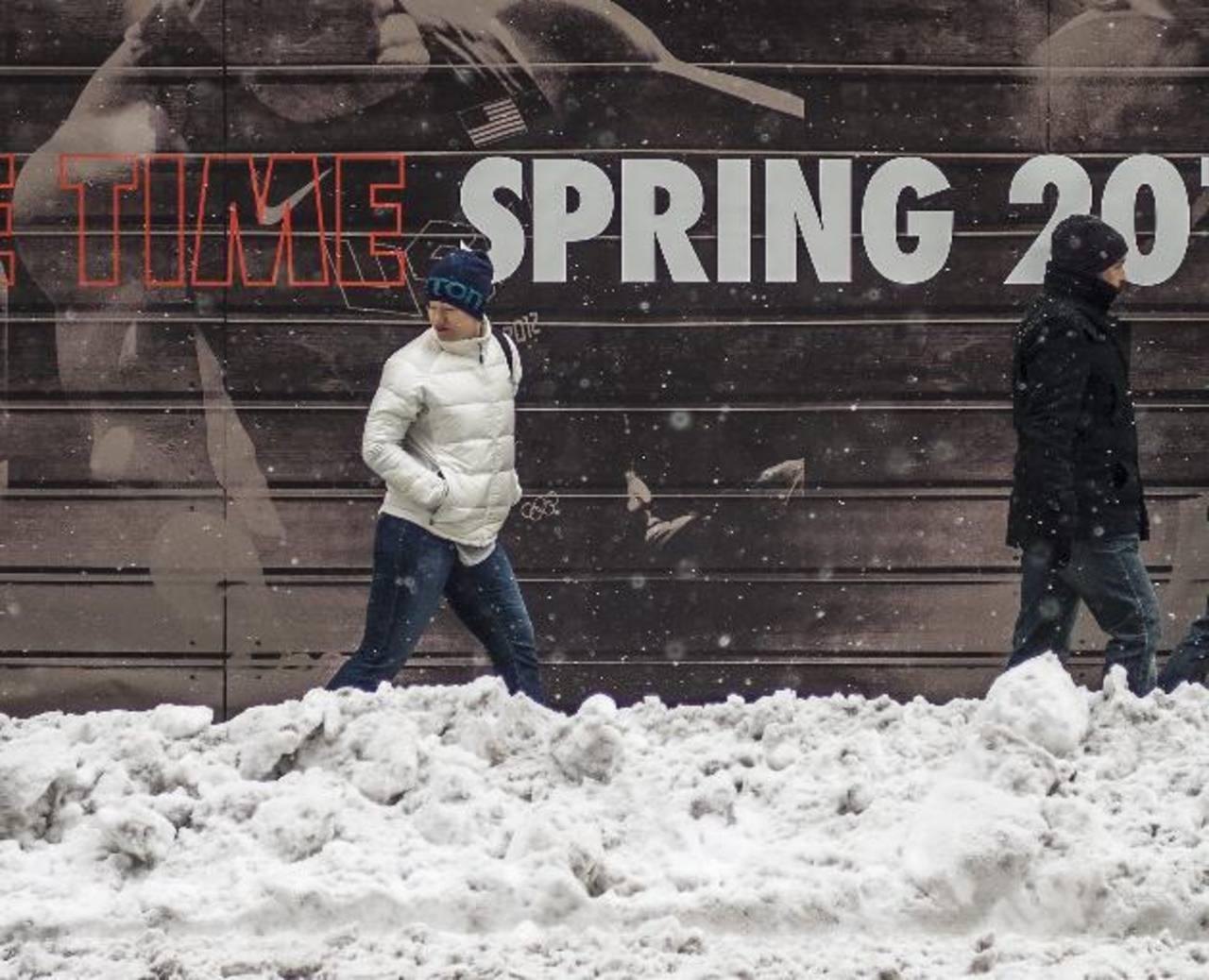 En Boston la tormenta dejó un promedio de 28 a 41 centímetros de nieve sobre algunas áreas de la ciudad. foto edh /EFE