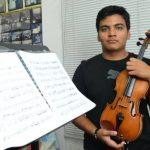 Joven violinista aún no logra su sueño de superación