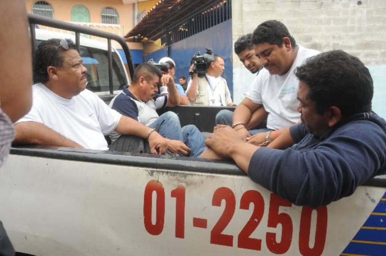 Uno de los detenidos negó ser narcotraficante y adujo que su detención fue por haberse detenido a contestar su celular. Foto EDH / LISSETTE MONTERROSA.