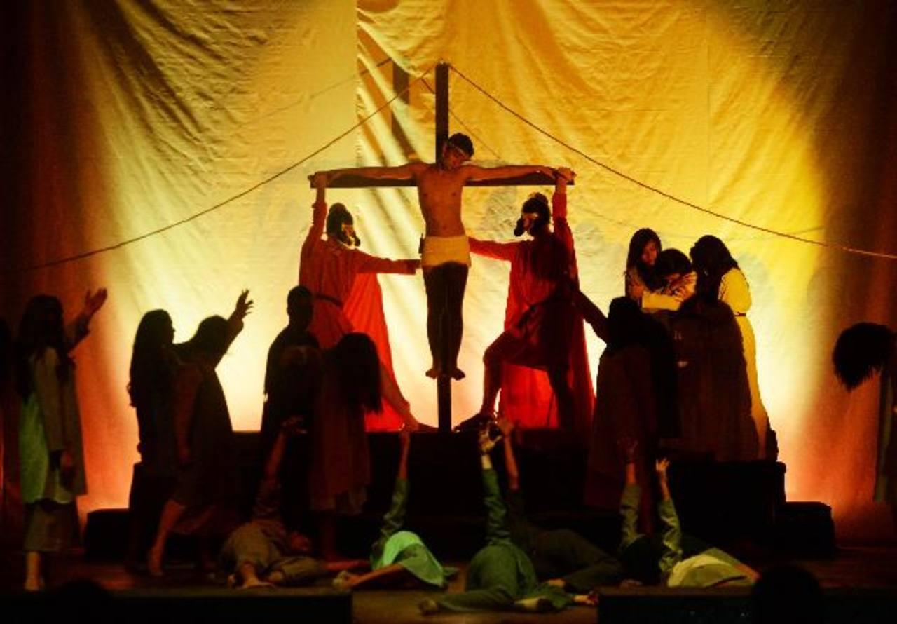 La Compañía de Teatro María Auxiliadora cantó y actuó la pasión, muerte y resurrección de Jesús. fotos edh / Marlon Hernández