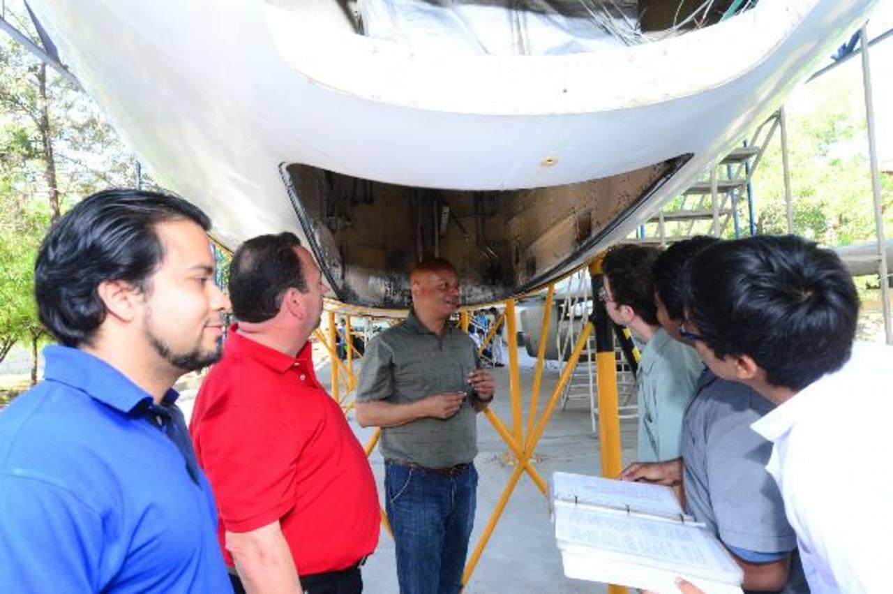 Alumnos de mantenimiento aeronáutico serán beneficiados con la visita de los asesores. Foto EDH / Omar carbonero
