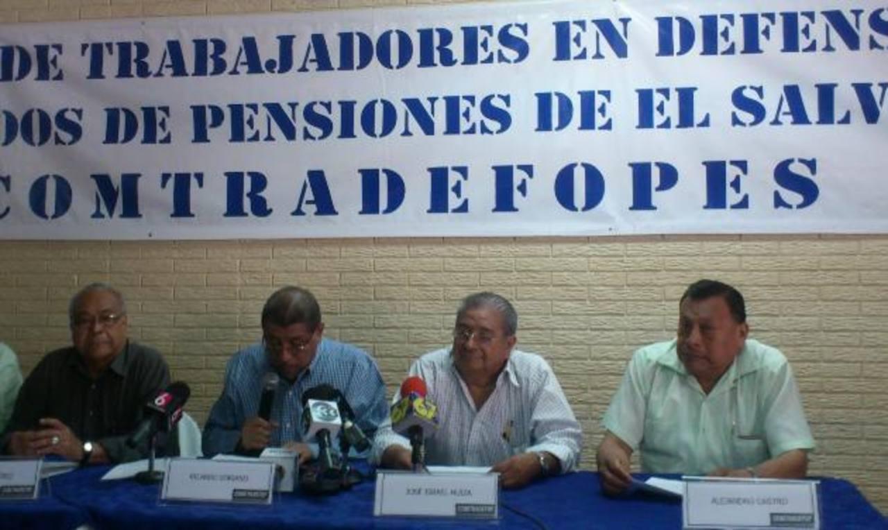 Los dirigentes del comité de trabajadores exigieron mejores tasas de interés por fondos de pensiones que prestan al Gobierno.