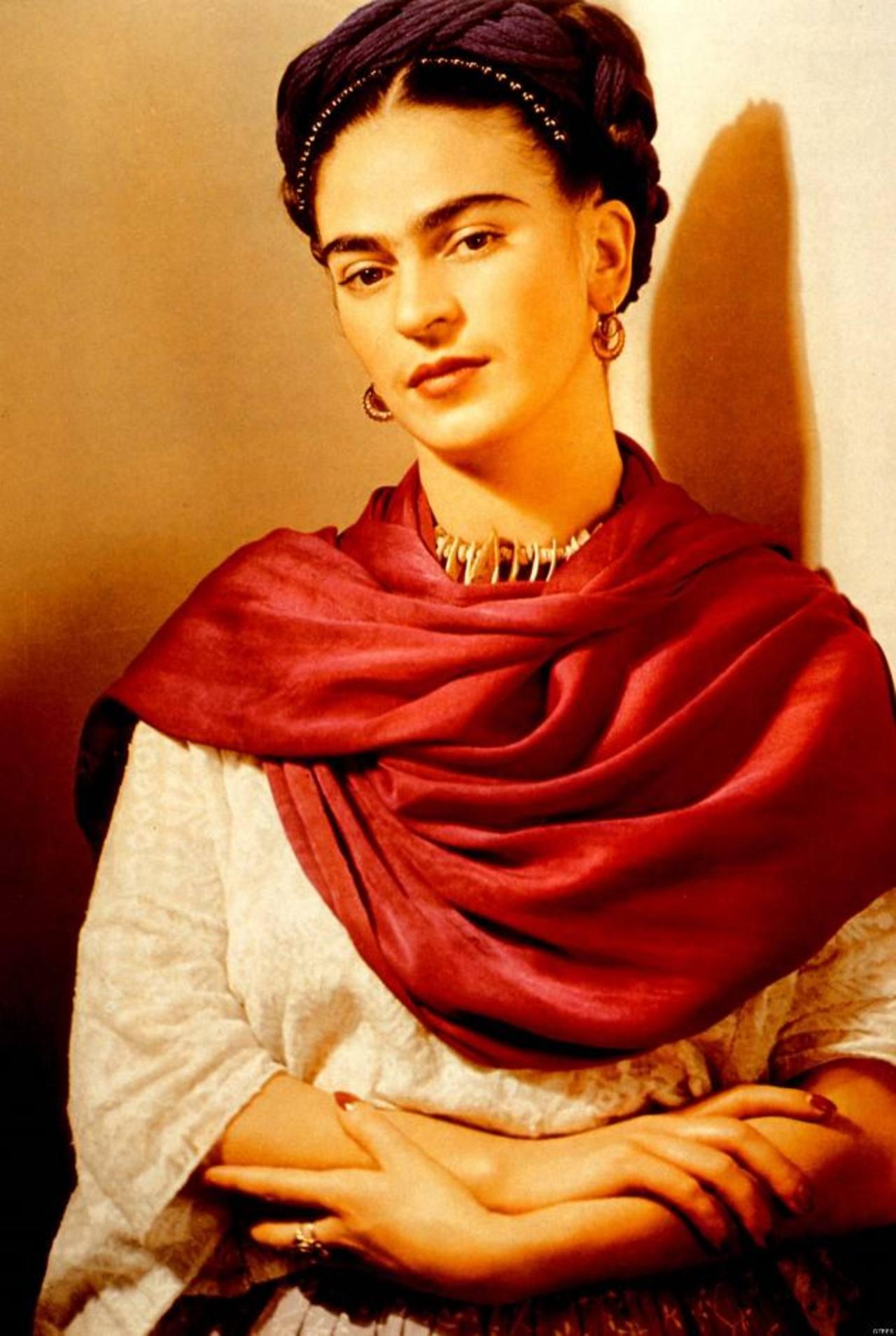 Enferma, dolorida, sensual, coqueta o combativa, todas estas facetas de Frida Kahlo han sido representadas en el libro.