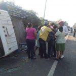 Un accidente en kilómetro 26 de la carretera Troncal del Norte dejó un muerto y al menos 12 lesionados. Foto Ángela Castro