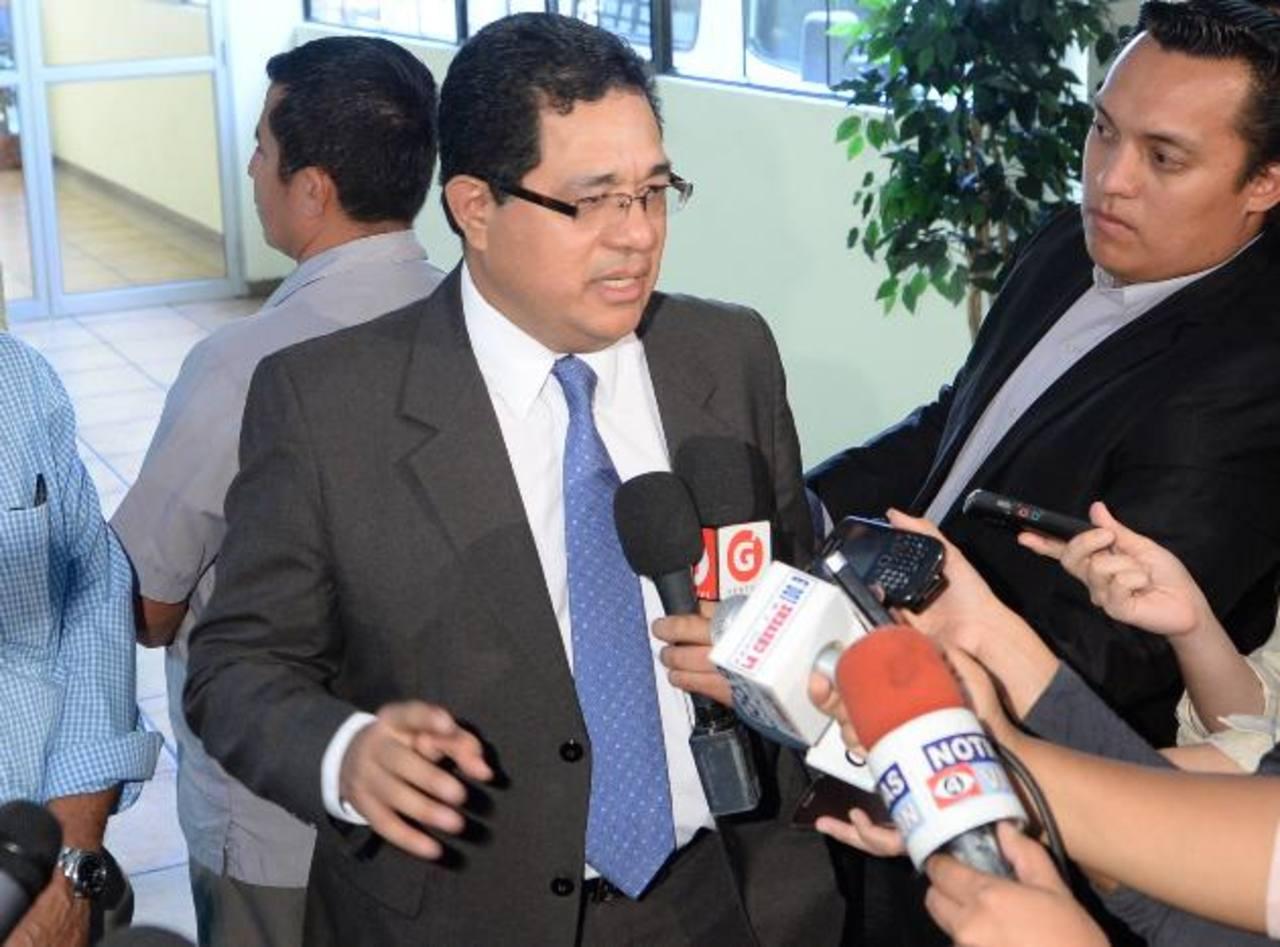 El secretario David Rivas rechazó los señalamientos de De Escobar en contra del presidente Funes. Foto edh / archivo