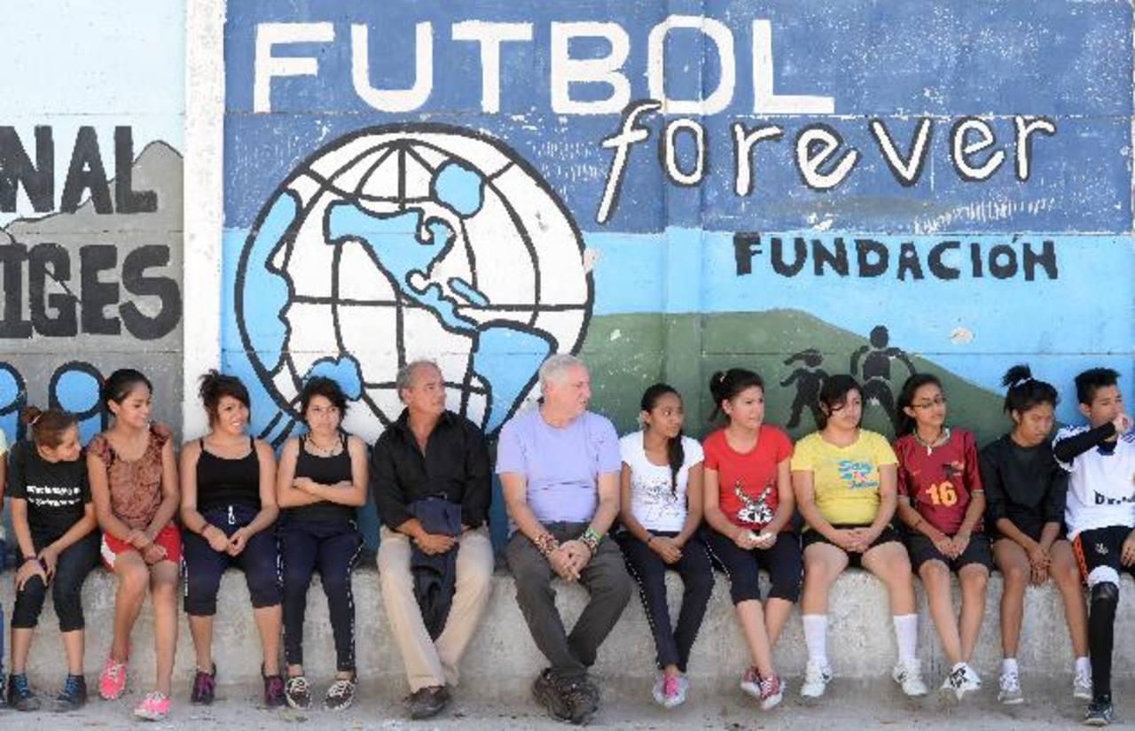 La Fundación Fútbol Forever tiene 10 años en el país y beneficia a miles de jóvenes. Fotos EDH / marvin recinos/ omar carbonero