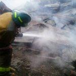 Bomberos controlaron un incendio en un mesón en San Salvador, no hubo víctimas solo daños materiales. Foto @BomberosES